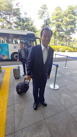 ▲ 지난 8월 10일 방북을 위해 남북출입사무소에 도착한 최문순 도지사.