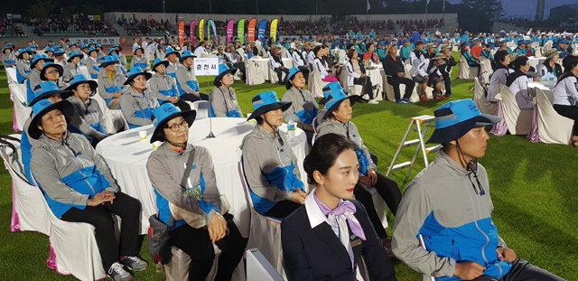 ▲ 제26회 강원도민생활체육대회 개회식이 14일 오후 양양종합운동장에서 18개 시·군 선수단과 주민 1만여명이 참석한 가운데 열렸다.