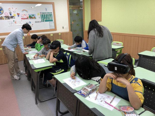 ▲ 춘천 창업기업 제튼은 최근 강원도 청소년수련관에서 어린이들을 대상으로 안전교육 프로그램을 진행했다.