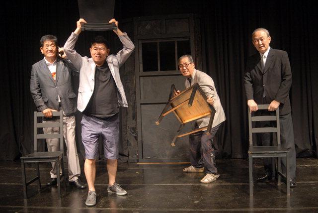 ▲ 오는 5일  개막하는 '관객모독'의 연습 모습.