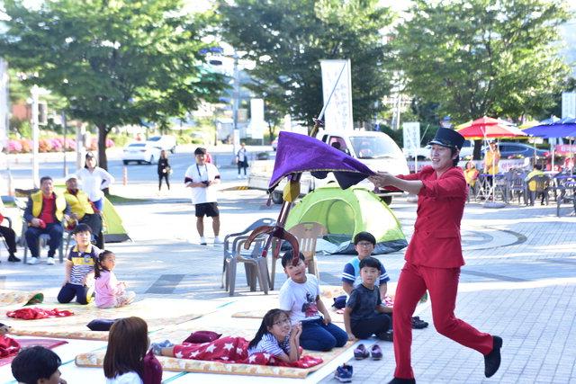 ▲ 지난해 처음 선보인 김삿갓시즘 카니발 거리공연 모습.