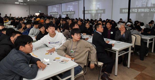 ▲ 전국청소년 추리대회가 1일 정선 고한읍 구공탄시장과 삼탄아트마인에서전국 중·고교생 400여 명이 참가한 가운데 열렸다.