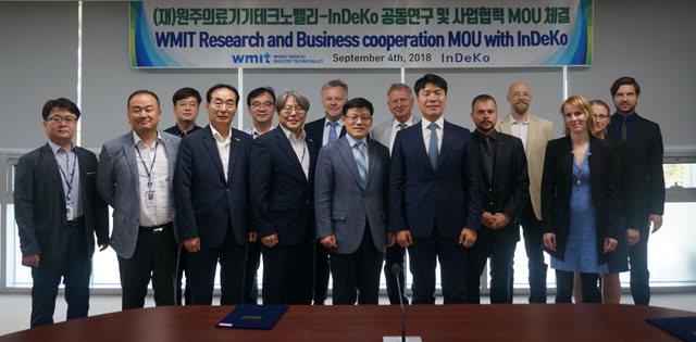 ▲ 원주의료기기테크노밸리와 독일 인데코(InDeKo)는 지난 9월 원주의료기기종합지원센터에서 업무협약을 맺고 국제협력네트워크 기반구축에 상호협력할 것을 약속했다.
