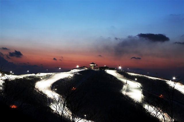 ▲ 하늘 아래 첫 슬로프를 보유한 하이원 스키장에서 즐기는 야간 스키는 또 다른 즐거움을 선사한다.