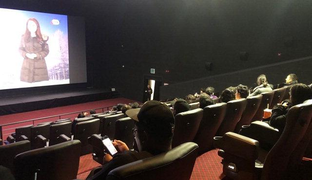 ▲ 화천 산천어시네마에서 영화를 관람하고 있는 모습