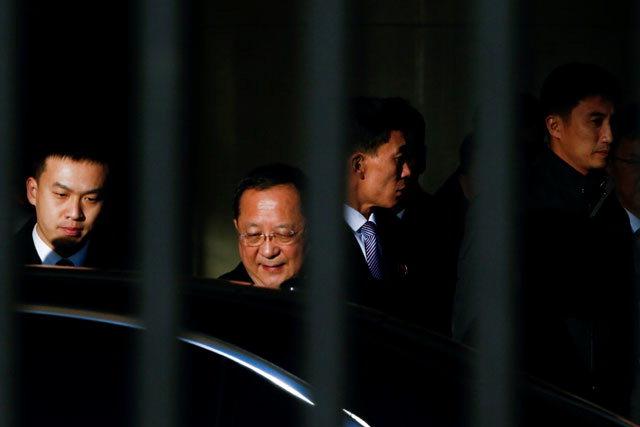 ▲ 리용호 북한 외무상이 6일 오후 베트남과 시리아 방문을 마치고 이날 오후 3시30분께(현지시간) 베이징(北京) 서우두(首都) 공항에 도착했다. 연합뉴스
