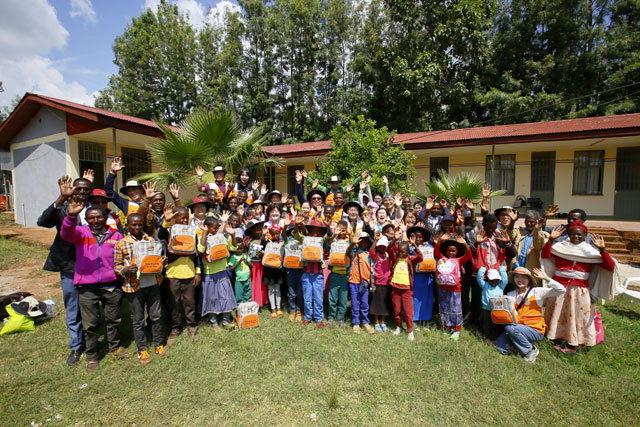 ▲ 모니터링단은 에티오피아 짐마게네티 다무겜보 마을 아동들과 결연을 가졌다.