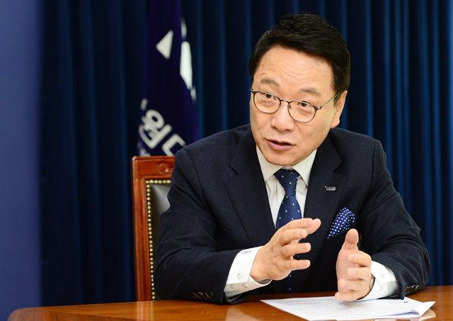 ▲ 김헌영 강원대 총장이 최근 본지와 인터뷰를 가졌다.
