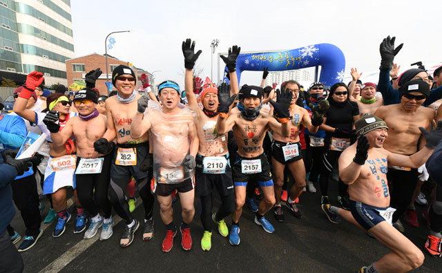 ▲ 알몸 마라톤 대회