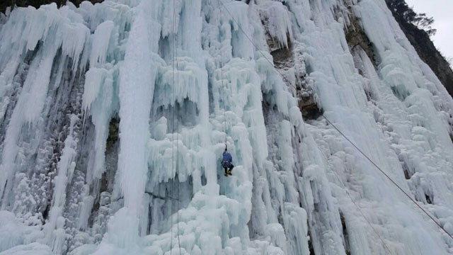▲ 판대리 빙벽장은 하루종일 해가 들지 않아 클라이머들 사이에서는 최고의 빙질로 손꼽힌다.