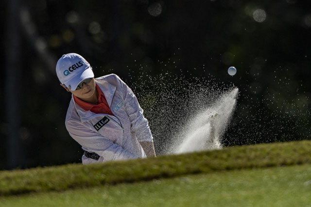 ▲ 지은희 '벙커샷'미국 플로리다주 레이크 부에나 비스타의 포시즌 골프&스포츠클럽 올랜도(파71)에서 열린 LPGA 투어 '다이아몬드 토너먼트 오브 챔피언스'1라운드 경기에서 지은희가 벙커샷을 하고 있다.