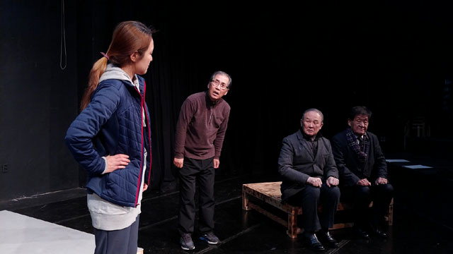 ▲ 강원도 원로연극인들이 출연하는 연극 '이대감 망할대감'이 오는 21일부터 춘천 축제극장 몸짓에서 공연된다.사진은 연습모습.