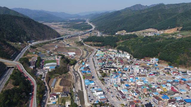 ▲ 인제를 관통하는 국도 44호선.서울양양고속도로 개통 이후 침체된 국도활성화가 과제가 되고 있다.