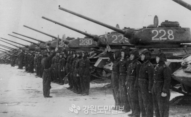 ▲ 인민군은 소련의 무기 원조로 탱크부대 편성을 했다.(날짜 미상)