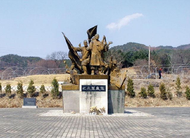 ▲ 홍천군 내촌면 동창리 기미만세공원에 조성된 8열사 동상.