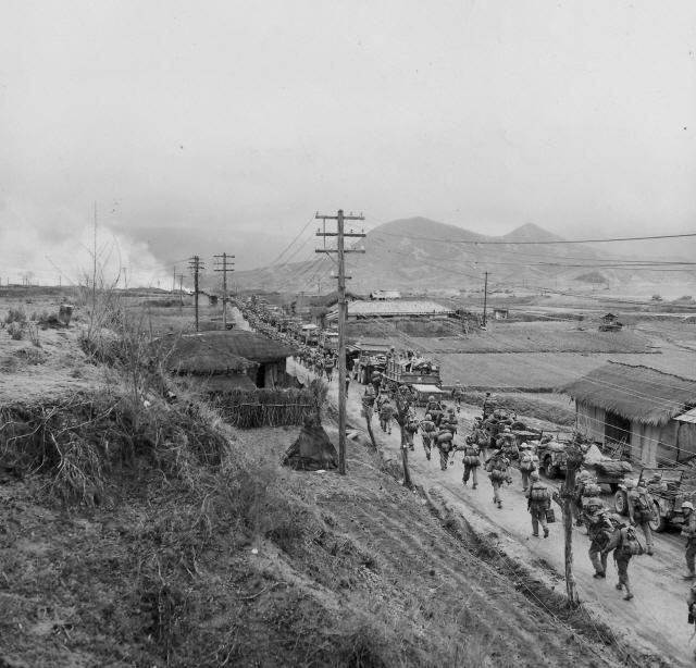 ▲ 국군과 유엔군이 홍천에서 북상하고 있다(1950.10) 사진출처=NARA(미국 국립문서관리청)