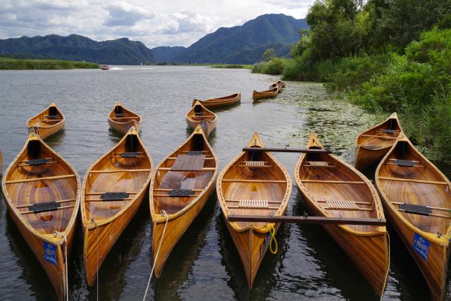 ▲ 춘천 의암호 물레길 일원에 놓여있는 카누. 사진제공=춘천중도물레길