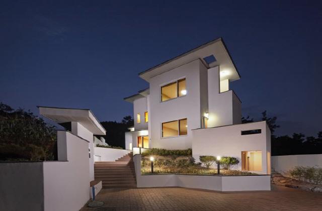 ▲ 다양한 건축주의 요구조건과 각기 다른 특성을 가진 대지와 환경과의 관계를 분석해 디자인된 주택외관들의 모습.