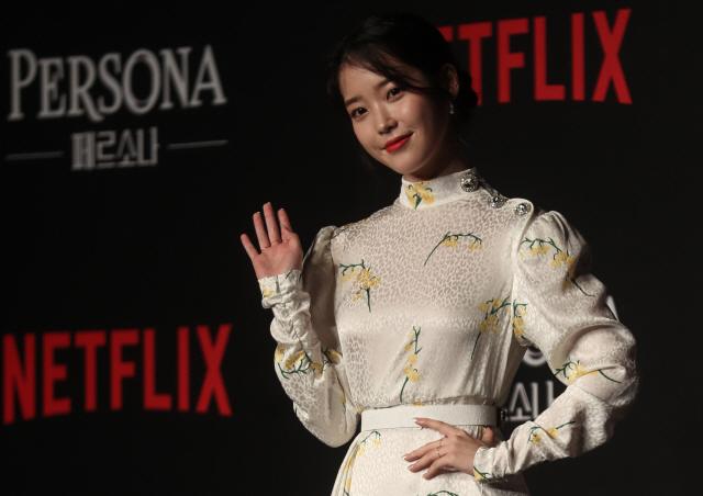 ▲ 배우 이지은(아이유)이 27일 서울 여의도 콘래드호텔에서 열린 넷플릭스 오리지널 시리즈 '페르소나' 제작발표회에서 포즈를 취하고 있다.