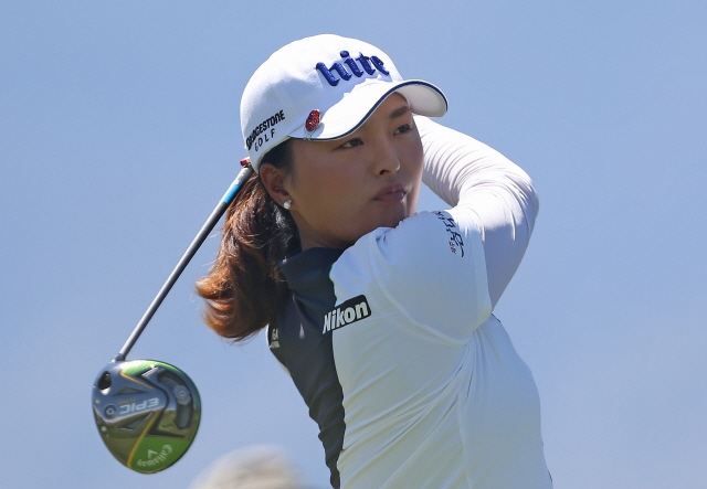 ▲ RANCHO MIRAGE, CALIFORNIA - APRIL 07: Jin Young Ko of South Korea watches her tee shot on the fourth hole during the final round of the ANA Inspiration on the Dinah Shore course at Mission Hills Country Club on April 07, 2019 in Rancho Mirage, California.   Matt Sullivan/Getty Images/AFP == FOR NEWSPAPERS, INTERNET, TELCOS & TELEVISION USE ONLY ==  <All rights reserved by Yonhap News Agency>