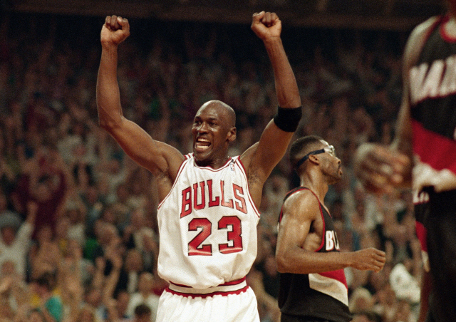 ▲ FILE - In this June 14, 1992, file photo, Michael Jordan celebrates the Bulls win over the Portland Trail Blazers in the NBA Finals in Chicago. Decades after Jordan's groundbreaking departure from college, March Madness and the NBA's mega-millions have taken all the novelty out of leaving early for the pros. (AP Photo/John Swart, File) <All rights reserved by Yonhap News Agency>