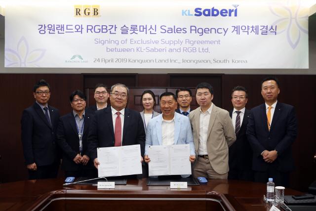 ▲ 강원랜드와 동남아시아 슬롯머신 유통사 RGB는 최근 강원랜드 본사에서 자체개발 브랜드 슬롯머신 공급 계약을 체결했다.