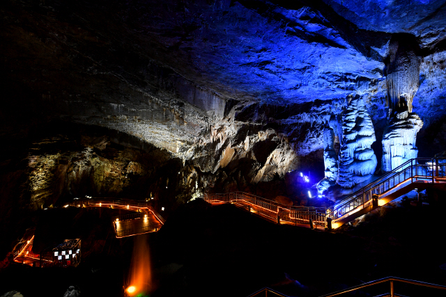 ▲ 화암약수제가 열리는 약수터 인근에는 6억년의 시간이 만들어낸 걸작 정선 8경 중 4경인 '화암동굴'이 있다.
