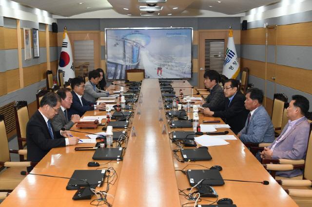 ▲ 평화봉 지명 제정을 위한 평창군지명위원회가 8일 군청에서 열렸다.