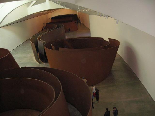 ▲ 빌바오 구겐하임 미술관 내 리처드 세라의 조각들이 영구 전시된 갤러리.