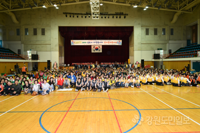 ▲ '2019 속초시 자원봉사자 한마음체육대회'가 15일 속초시청소년수련관 실내체육관에서 자원봉사자 500여명이 참석한 가운데 열렸다.