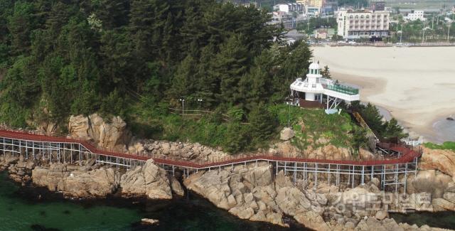 ▲ 양양 하조대 전망대 둘레길이 이달중 완료돼 일반인에게 개방된다.