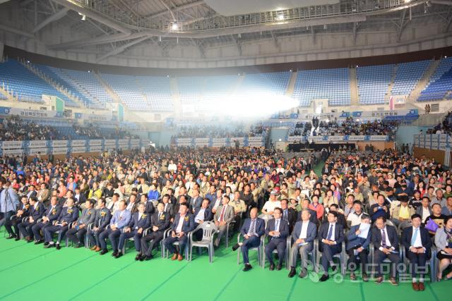 ▲ 전국 수산업경영인 가족들의 최대 잔치인 '제12회 한국수산업경영대회' 기념식이 15일 강릉 아레나 일원에서 진행됐다.