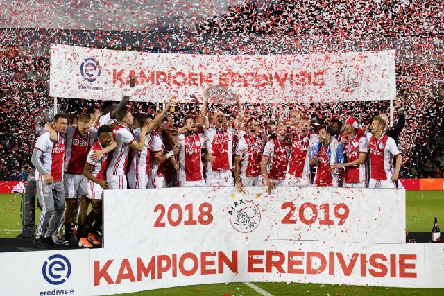 ▲ 아약스 암스테르담이 유럽축구연맹(UEFA) 챔피언스리그 결승 진출 실패의 충격을 이겨내고 결국 네덜란드 정규리그에서 5년 만이자 통산 34번째로 정상에 올랐다.