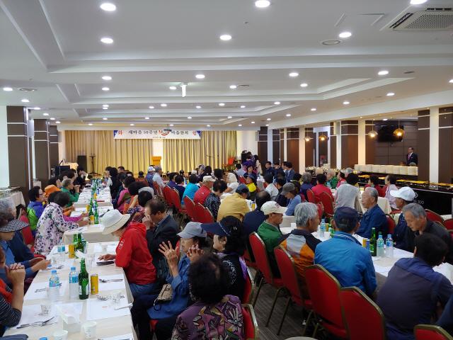 ▲ 속초시 청호동 새마을번영회(회장 이정숙)는 16일 더클래스300 호텔에서 '새마을 50주년 한마음 마을잔치'를 열었다.