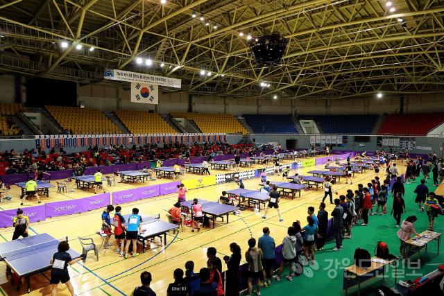 ▲  국가대표 정영식 꿈나무 선수 후원 전국 탁구대회가 18~19일 태백 고원체육관에서 열렸다.