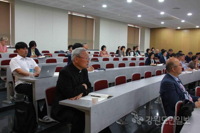 ▲ 천주교 춘천교구 교구설정 80주년 기념 심포지엄이 지난 18일 춘천 가톨릭회관에서 열렸다.
