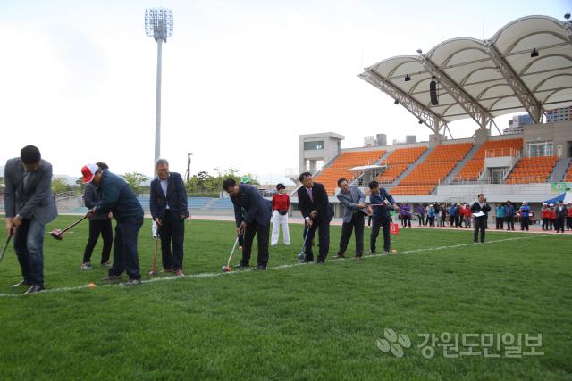 ▲ 제5회 양양군수기 그라운드골프대회가 20일 종합운동장에서 열렸다.