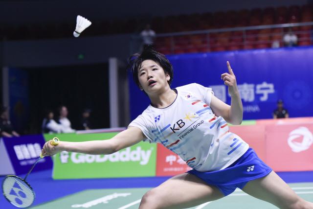 ▲ Korea's An Se Young returns to Hong Kong's Cheung Ngan Yi during their women's singles match of the 2019 Sudirman Cup world badminton championships in Nanning in China's southern Guangxi region on May 20, 2019. (Photo by WANG ZHAO / AFP)