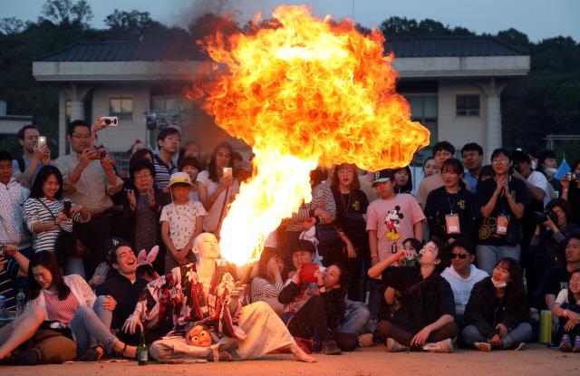 ▲ 2019 춘천마임축제가 26일부터 춘천 곳곳에서 펼쳐진다.사진은 지난해 축제모습.