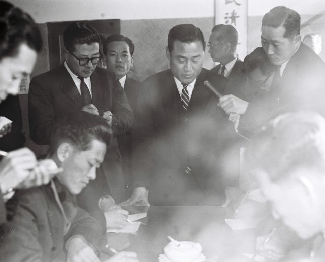 ▲ 박영록 전 지사가 초대민선지사로 활동하던 당시 모습.