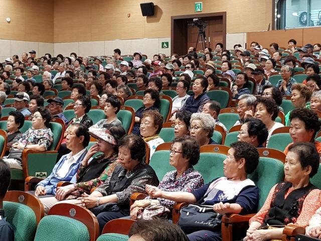 ▲ 원주시는 11일 백운아트홀에서 노인일자리사업 활동 참여자 교육을 했다.