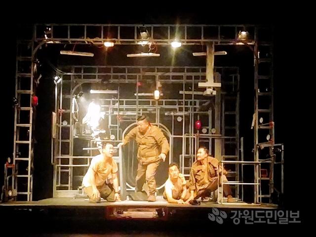 ▲ 제37회 대한민국연극제가 서울 곳곳에서 진행되고 있는 가운데 속초 극단 파.람.불의 '고래'가 12일 아르코예술극장 대극장에서 공연됐다.