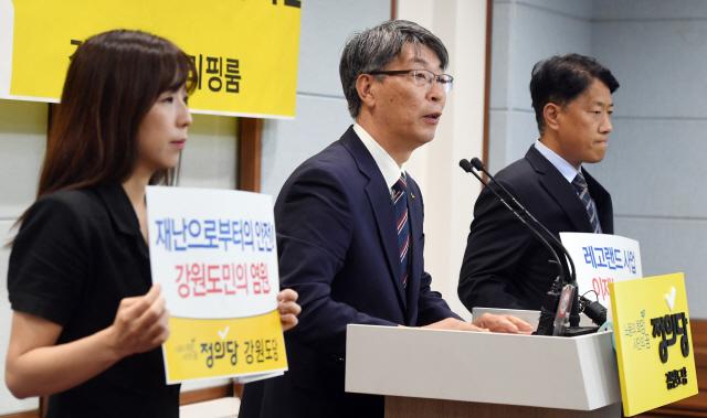 ▲ 김용래 정의당 도당위원장이 12일 도청에서 '민선7기 지방자치 및 도정에 대한 평가'기자회견을 하고 있다.   최유진