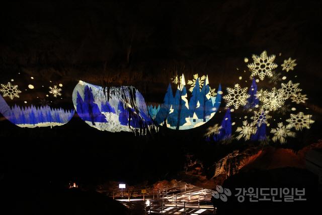 ▲ 동해시가 오는 14일 임시 휴관중이었던 천곡 황금박쥐 동굴을 재개장한다.사진은 새단장된 동굴 내부