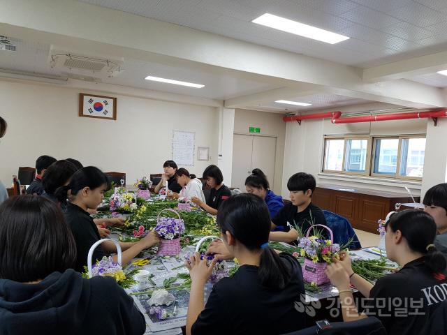 ▲ 강릉교육지원청 Wee센터는 13일 해람중학교에서 운동부 학생들을 대상으로 심리지원 프로그램인 '위(Wee) 아더 챔피언'을 운영했다.