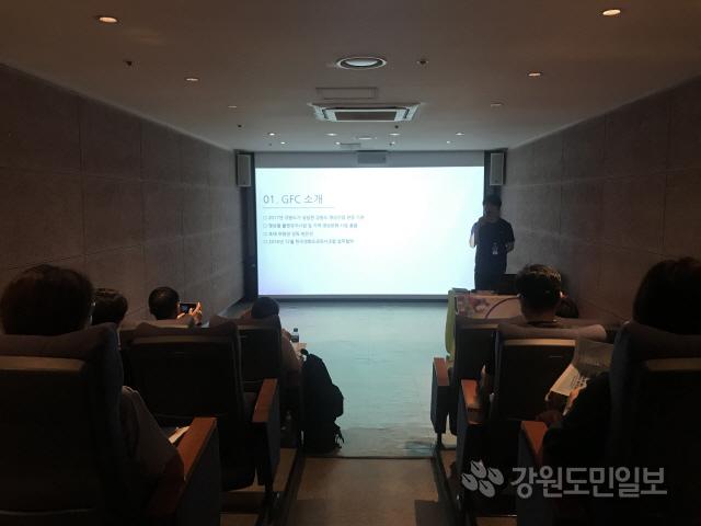 ▲ 강원영상위원회(위원장 방은진)가 개최한 '강원도 영상산업 활성화 사업설명회'가 최근 서울 충무로영상센터에서 한국영화프로듀서조합 소속 프로듀서 30여명이 참석한 가운데 열렸다.