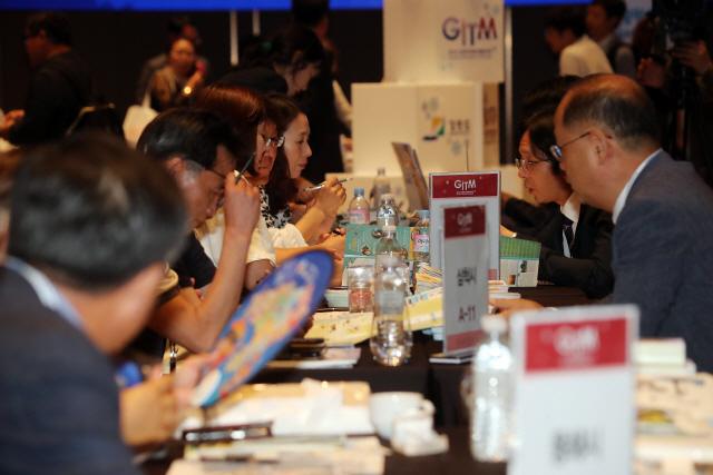 ▲ 강원도와 한국여행업협회는 13일 서울 드래곤시티호텔에서 2019 강원국제트래블마트(GITM)행사를 열고 글로벌 강원관광 활성화 방안을 논의했다.