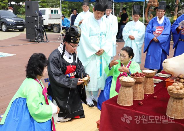 ▲ 삼척 이사부 항로탐사 안전기원제가 14일 이사부사자공원에서 열렸다.