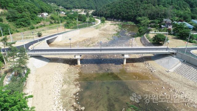 ▲ 홍천군 내촌면 와야리 비선교 수해복구공사가 48억원의 예산을 들여 재가설됐다.