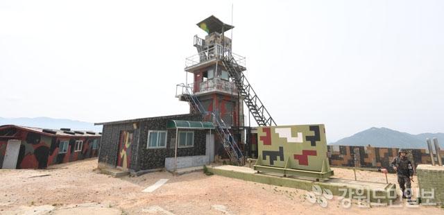 ▲ 등록문화재 제752호로 지정된 '고성 최동북단 감시초소'의 감시탑.   최유진